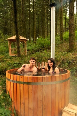 Couple-in-hot-tub3