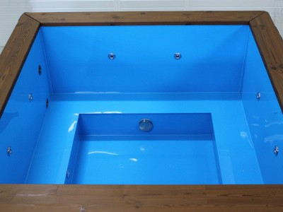 Bain nordique rectangulaire en bois épicéa avec intérieure en plastique