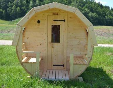 Houten barrel sauna.