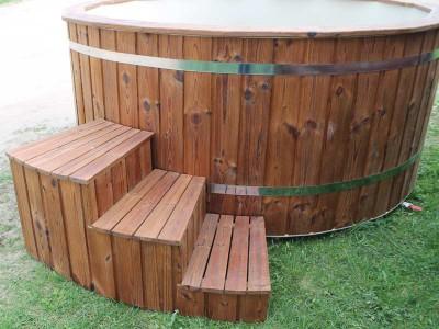 Bain nordique en bois Thermowood avec intérieur en plastique
