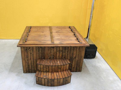 Vierkante houten hot tub spar met interieur van kunststof