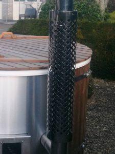 Protection pour la cheminee pour un bain nordique