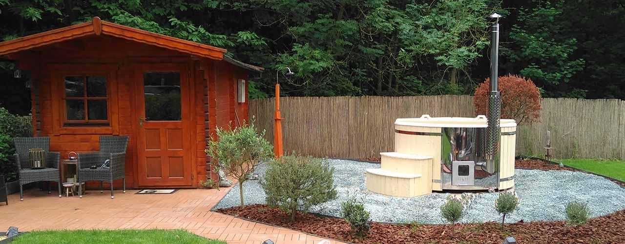 Sauna in a garden. Sauna dans un jardin. Sauna in een tuin.